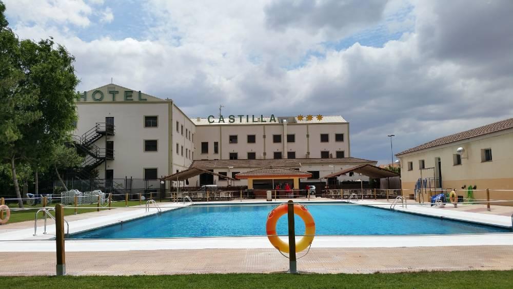 hospedium-hotel-castilla-torrijos-piscina