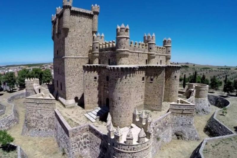 hotel-castilla-torrijos-castillo-guadamur
