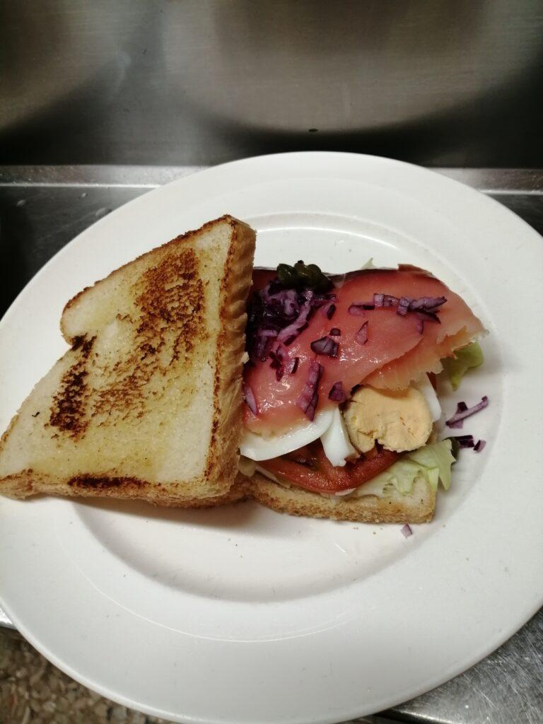 Sandwich Vegetal con Salmón